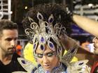 Belas mulheres marcam desfile do grupo de acesso no Rio