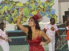 Ex-rainha da Viradouro, Juliana Paes abriu desfile da escola
