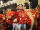 Alexandre Nero e Sandro Pedroso beijam Marcelo Serrado em camarote