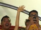 Fergie vai ao sambódromo e se empolga com os desfiles do Rio