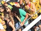 Isabeli Fontana namora em cima de trio, em Salvador