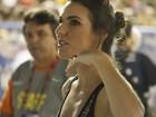 Glenda Kozlowski aparece de bóbis na Marquês de Sapucaí, no Rio