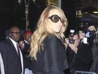 Popozuda gringa! Mariah Carey vai de vestido justinho a programa de TV