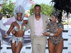 Ao lado de passistas, Will Smith divulga filme no Rio de Janeiro