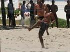 Depois de vitória contra o Flamengo, Felipe joga futevôlei na praia