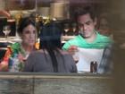 Regina Duarte janta em shopping do Rio de Janeiro