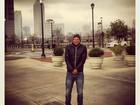 Cássio Reis posta foto encasacado nos EUA e ironiza: 'Pouquinho de frio'