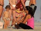 Daniella Sarahyba curte fim de tarde com a filha no Rio