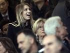 Namorada de Pato faz torcida pelo jogador em partida do Milan
