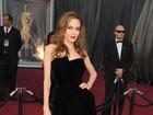 Angelina Jolie usa no Oscar vestido parecido com de Jennifer Aniston