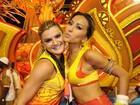 Depois de desfilarem, Sabrina Sato e Mirella Santos curtem camarote
