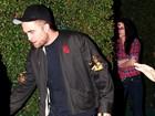 Kristen Stewart se esconde atrás de moita após festa com Robert Pattinson