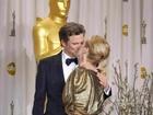 Após ganhar Oscar, Meryl Steep ganha selinho e amasso