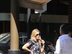 Carolina Dieckmann almoça em restaurante japonês