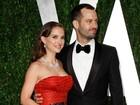 Natalie Portman e Benjamin Millepied usam aliança de casamento no Oscar