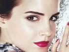 Emma Watson posa com bocão vermelho para campanha
