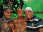 Gracyanne Barbosa e Belo tietam Xuxa em gravação de programa