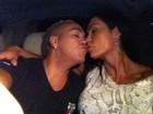 Antes de show na África, Belo dá beijinho em Gracyanne