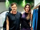 Ao lado de Paulo Vilhena, Thaila Ayala usa vestido com enorme fenda
