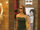 Letícia Spiller vai às compras no Rio