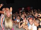 Após crise renal, Valesca Popozuda volta aos palcos e mostra disposição
