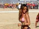 Sabrina Sato, Dani Sperle, Fernanda de Freitas... musas esquentaram as areias cariocas neste sábado, 3