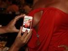 David Brazil faz clique indiscreto do decotão de Solange Gomes