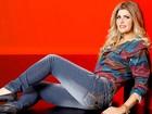 Ex-BBB Íris Stefanelli mostra boa forma em campanha de moda