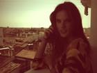 Alessandra Ambrósio posta foto em meio a paisagem de Madri