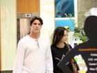 Rômulo Arantes Neto e Maria Pinna passeiam em shopping no Rio