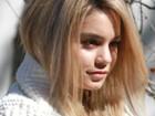 Vanessa Hudgens usa peruca loura durante as filmagens de novo filme
