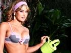 Lucilene Caetano faz campanha de lingerie