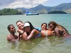 Shayene Cesário tem dia de 'farofa' com amigos em Angra, no Rio
