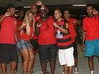 Valesca Popozuda assiste a jogo do Flamengo no meio da galera