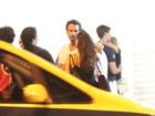 Rodrigo Santoro encontra amigos em restaurante do Leblon