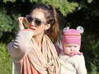 Filha de Jessica Alba usa gorro fofíssimo em ida ao parque
