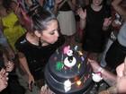 Carol Castro comemora aniversário com amigos famosos