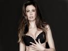 Luciana Gimenez exibe boa forma em campanha de sua linha de lingerie