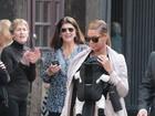 Beyoncé atrai olhares em passeio com a filha por Nova York