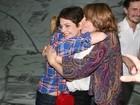 Drica Moraes recebe o carinho de famosos em sua volta aos palcos