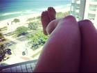 Mayra Cardi posta foto de coxa peluda e David Brazil diz: 'Vai depilar'