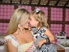 Ex-paquita Roberta Cipriani comemora o aniversário da filha