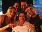 Sempre polêmica, Luana Piovani mostra camisa de Dom escrito 'paz'