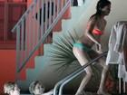 Selena Gomez e Vanessa Hudgens filmam só de biquíni