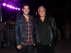 Antônio Fagundes vai com o filho a inauguração de teatro em São Paulo
