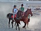 Matheus Costa faz aula de equitação para filme 'O Tempo e o Vento'