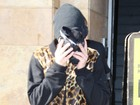 Timidez? Justin Bieber esconde o rosto após aula de dança
