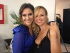 Eliana posa com a cunhada Maria Rita em bastidores de show