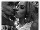 Ex da ex-BBB Renata posta foto beijando loira: 'Maravilhosa'