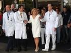 Hebe Camargo deixa hospital em São Paulo